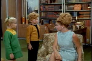 Buffy and Jody introduce themselves to the lady in question, who has some kind of tumbleweed attached to her head.