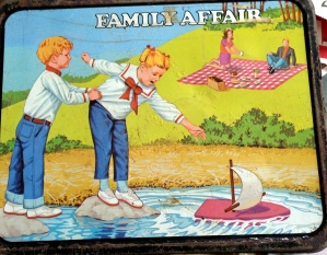 The reverse side of the lunchbox shows Buffy and Jody playing in the park.