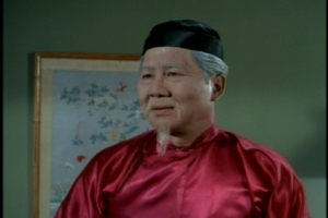 Actually, Grandfather looks like someone dipped his head in a barrel of talcum powder to make him look older than he is. I suppose that's because Keye Luke was only 12 years older than the actor playing his son.