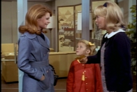 Sharon has tickets for a folk rock festival. Buffy says she doesn't want to go to the planetarium anyway, so Cissy gives her the apartment key and heads off with Sharon.