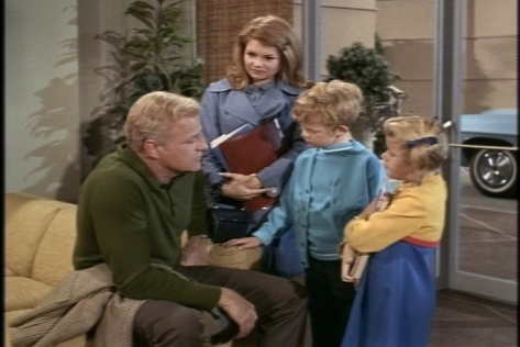One afternoon, when the kids return home from school, Bill makes a surprise announcement: They are going Christmas shopping.