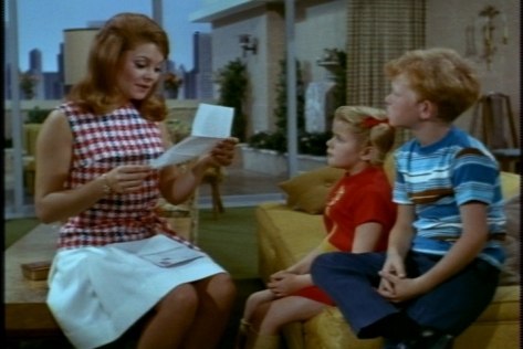 Cissy reads to them about Lucianna, whose father is Bill's prospective client. Lucianna, who lives in a villa, has been showing Bill the Roman sights.