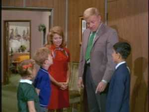 Bill explains introduces Paco to the kids and tells them that their guest doesn't speak any English.